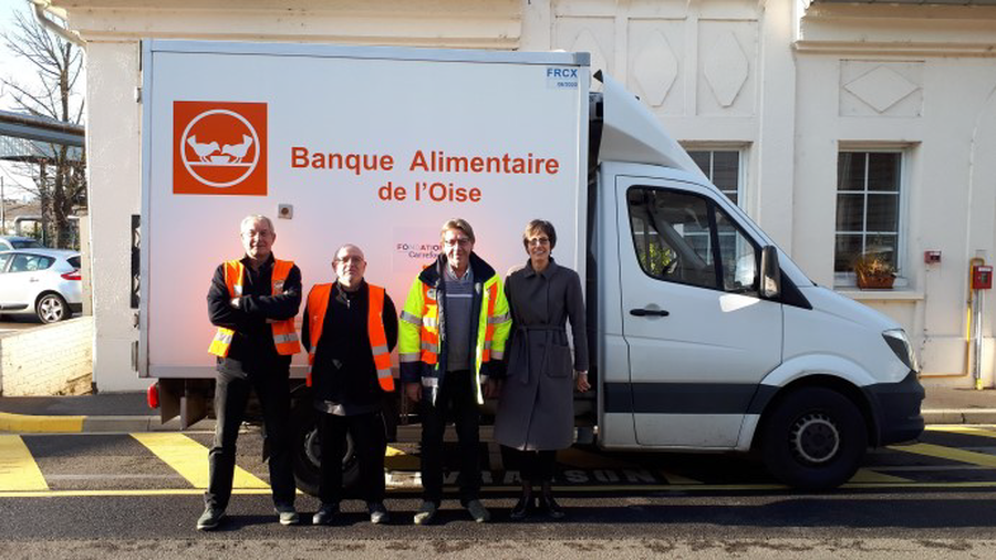 At the Venette plant in France, several employees took part in the National Food Bank Collection, which took place in the Venette Carrefour shop, and resulted in the collection of 3,726 kg of food products